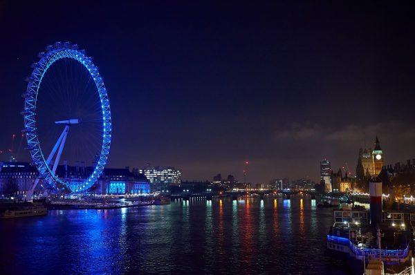 the eye, london, night photograph